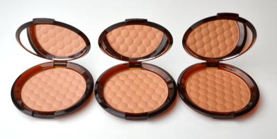 3. The Body Shop Honey Bronze Bronzing Powder