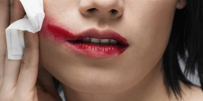 4. Membersihkan Makeup