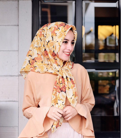 2. Fresh Younger Look with Bright Orange Rosy Scarf.