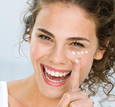 Miliki 5 Produk Eye Cream Berikut Untuk Mencerahkan Kulit di Sekitar Mata