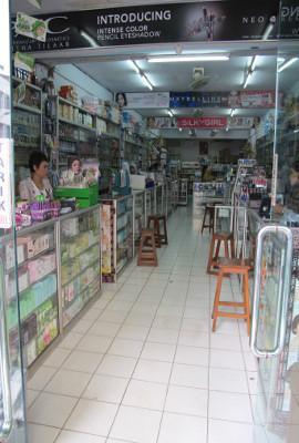 1. Toko Kosmetik Budi Mulia di Pasar Mayestik