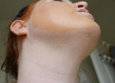 8. Menggunakan Makeup Secara Berlebihan