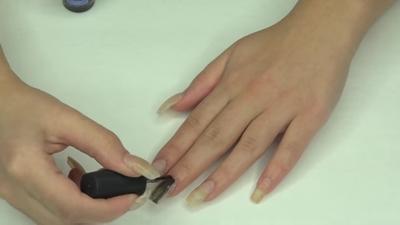 Step 5. Pulaskan nail polish matte buatanmu pada kuku dan diamkan hingga mengering