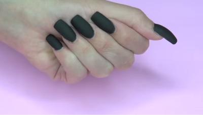 Voila! Kamu sudah mendapatkan kuku matte cantik dengan nail polish buatanmu sendiri!