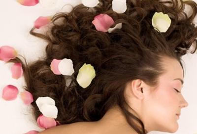 Ingin Rambutmu Wangi Sepanjang Hari? Lakukan Cara Ini!