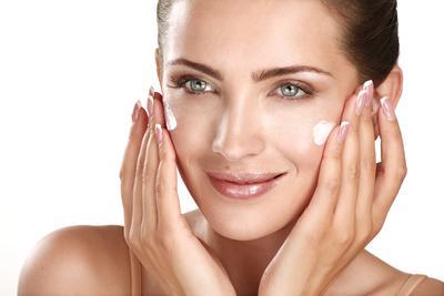 Percepat Hilangkan Flek Hitam dengan 5 Skincare Terbaik
