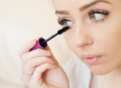 Step 5. Gunakan Mascara Agar Tampilan Mata Lebih Hidup