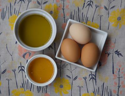 Masker Rambut Alami: Telur, Madu, dan Olive Oil