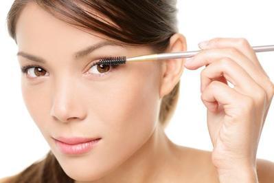 2. Merapikan Alis Mata & Menebalkan Bulu Mata