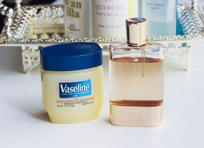 6. Membuat Aroma Parfum Tahan Lama