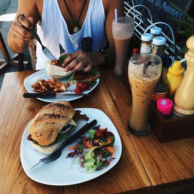 Pukul 12:00 > Makan Siang