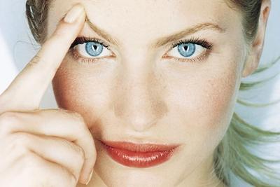 Ketahui Faktor Penyebab Jerawat Mengganggu di Alis dan Cara Menghilangkannya