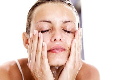 Atasi Masalah Kulit Kering dengan DIY Facial Wash Alami