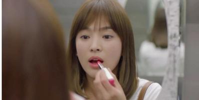 Song Hye Kyo di Descendants of The Sun dengan Laneige Two Tone Lip Bar #11 Juicy Pop