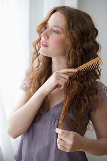 Beauty Tips! Cara Mudah Merawat Rambut Keriting Agar Mudah Diatur