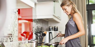 Suka Makan Junk Food? Ini Tips Sehat untuk Menyiasatinya Agar Tetap Sehat dan Tidak Gemuk!