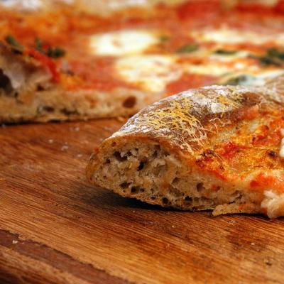 1. Pilihlah Pizza Italia dengan Roti Gandum