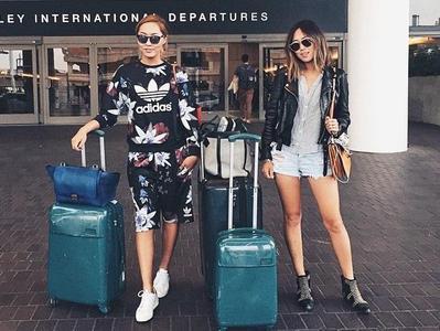 Outfit untuk Tampil Stylish Namun Tetap Nyaman Ketika Traveling Akhir Tahun
