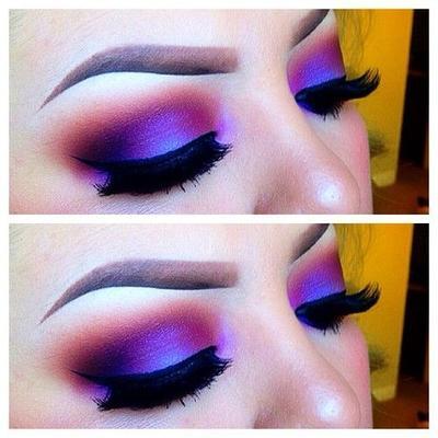 5. Menggunakan Warna yang Terlalu Terang