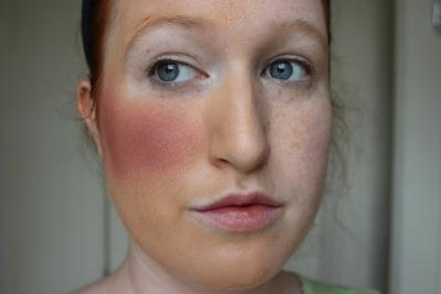 Jangan Diulang Ya, 5 Kesalahan Penggunaan Blush yang Masih Sering Kamu Lakukan