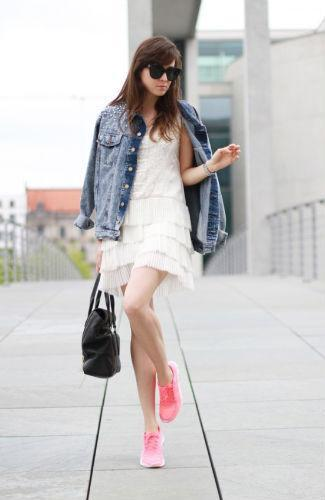 Mini Dress dengan Jaket Jeans