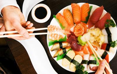 3. Makan dengan Porsi Kecil dan Perlahan-Lahan