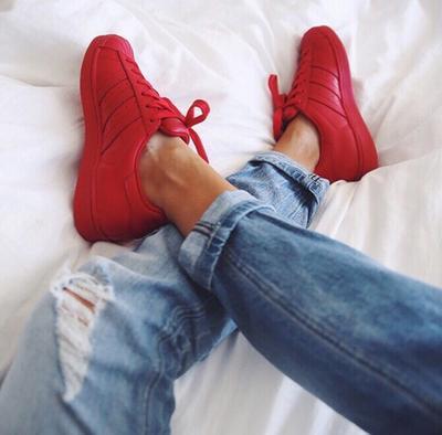 Mix Match Sneakersmu dengan Beragam Style Outfit