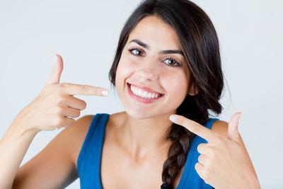 Tanpa Perlu ke Dokter, Kamu Bisa Menghilangkan Plak Gigi Secara Alami di Rumah!