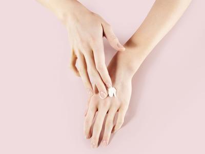 Punggung Tangan Hitam dan Kasar? Coba Hand Cream Terlaris dan Terbaik Dari Korea