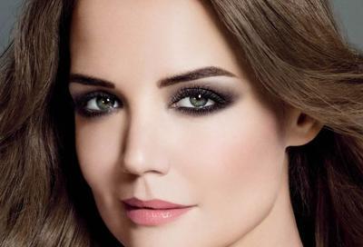 5 Kesalahan Makeup yang Dapat Membuat Mata Terlihat Lebih Kecil