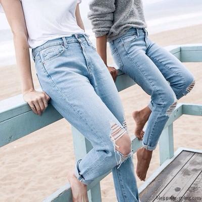 Meski Tampak Tomboy, Tips Mix and Match Outfit Boyfriend Jeans Ini Bikin Tetap Girly