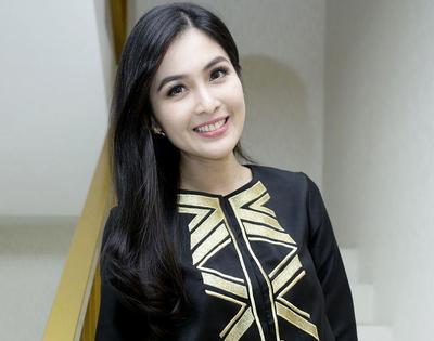 Sandra Dewi - 33 tahun
