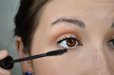 Makeup Simple 10 Menit untuk Kembali Ke Rutinitas Kuliah dan Kerja