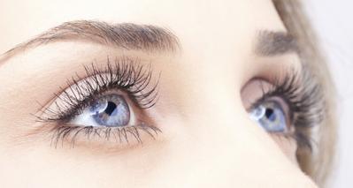 Ini Dia Pro Tips untuk Makeup Mata Buat Kamu Pemilik Mata yang Sensitif