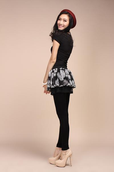 2. Mini Skirt atau Mini Dress