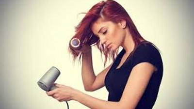 4. Sering Memakai Hairdryer