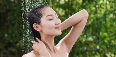 1. Keramas Dengan Air Panas
