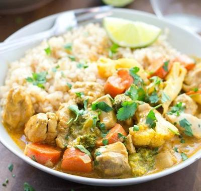 Hanya 30 Menit! Resep Singkat dan Nikmat Membuat Kari Ayam dan Sayuran Lezat