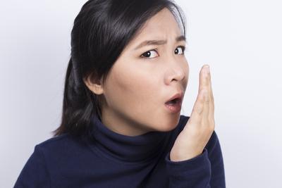 Tanpa Perlu Ke Dokter, Bahan Alami Ampuh Ini Harus Kamu Coba untuk Mengatasi Bau Mulut