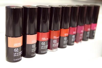 Mencari Produk Multifungsi untuk Perona Pipi dan Bibir? Coba The Body Shop Lip & Cheek Stain!