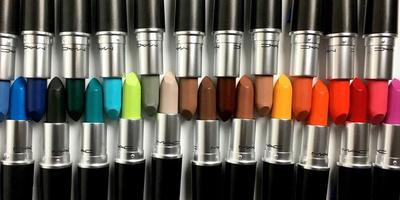 MAC Keluarkan 28 Warna Terbaru Colour Rocker Collection, All Hail For Neon!