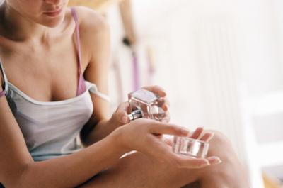 Bingung Pilih Parfum? Yuk Kenali Jenis dan Aroma yang Dihasilkan dan Rekomendasi Parfumnya!