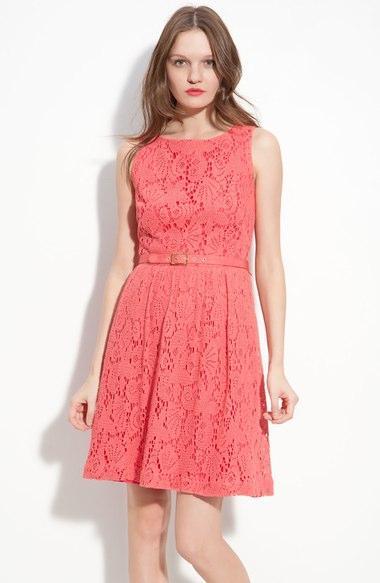 2. Pilih Baju Dengan Warna Feminin