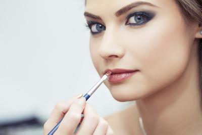 Mau Tahu Kenapa Makeup-nya Selalu Terlihat On Point? Inilah Rahasianya!