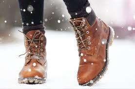 4. Kaus kaki dan boots