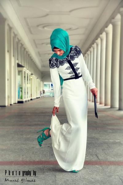 1. Cocokkan Warna Hijab dengan Warna Sepatu
