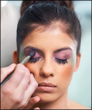 Begini Trik Mengaplikasikan Eyeshadow Agar Mata Kecilmu Tampak Lebih Besar