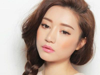 Panduan Tepat Memilih Warna Blush yang Sesuai dengan Jenis Skintone