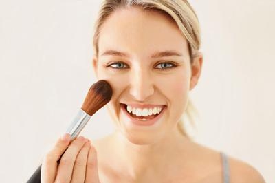 5 Rekomendasi Bedak Ampuh Untuk Kontrol Wajah Berminyak