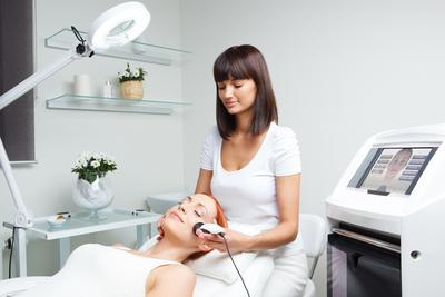 Treatment Aman untuk Kecantikan Kulit Wajah di Usia 20-an (Bagian 2)